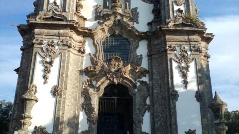 GUIMARÃES E BRAGA COOPERAM PARA CUIDAR DE CAPELA