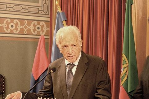 DR. FERNANDO ALBERTO