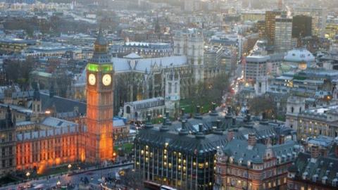 LONDRES, TRADIÇÃO E VANGUARDA