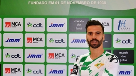 ALEX, SOUGOU E ARY PAPEL REFORÇAM MOREIRENSE NO FECHO DO MERCADO