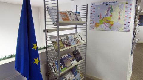 """""""ANTENA DE INFORMAÇÃO EUROPEIA DE GUIMARÃES"""" INAUGURADA NA BIBLIOTECA"""