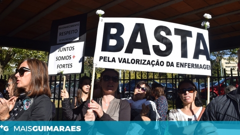 MANIFESTAÇÃO DE ENFERMEIROS EM FRENTE AO HOSPITAL DE GUIMARÃES