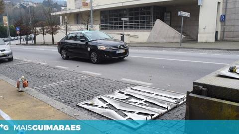 PRAÇA DE TÁXIS JUNTO À ESTAÇÃO MUDA DE LOCAL