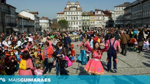DESFILE DE CARNAVAL VAI JUNTAR CRIANÇAS E IDOSOS