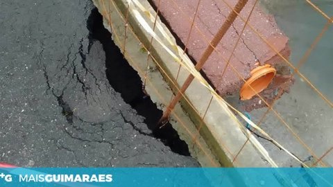 ESTRADA EM RISCO DE ALUIR NA RUA DA FONTELA, S. TORCATO