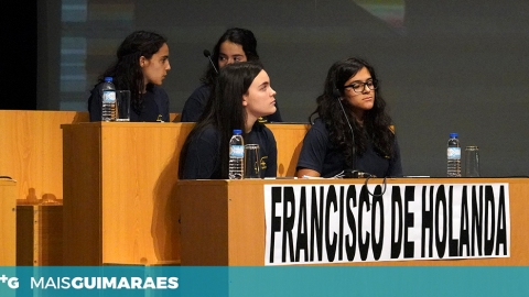ESCOLA FRANCISCO DE HOLANDA PRESENTE NA FASE FINAL DO PARLAMENTO JOVEM EUROPEU