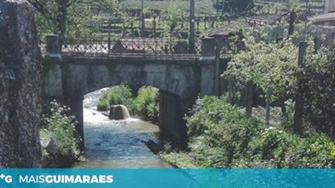 """COLETOR CONTINUA A VERTER FLUIDOS """"COLORIDOS"""" NO RIO DE SELHO"""