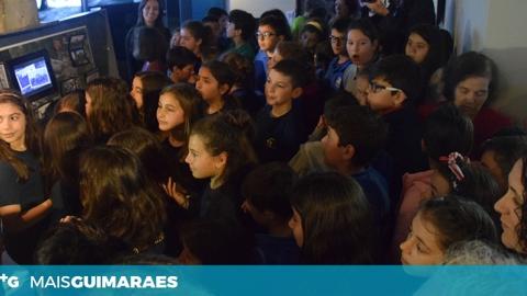 """ALUNOS INAUGURAM EXPOSIÇÃO """"PERGUNTA AO TEMPO"""" NA CASA DA MEMÓRIA"""