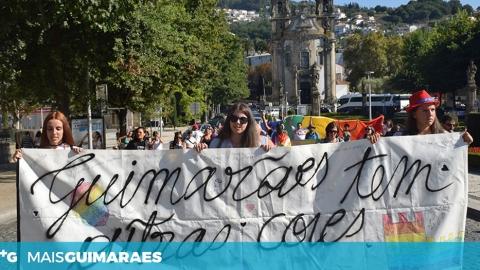 """""""ASSIM SE VÊ A FORÇA LGBT"""" FOI O GRITO DA 1.ª MARCHA LGBTQI+ NO BERÇO"""