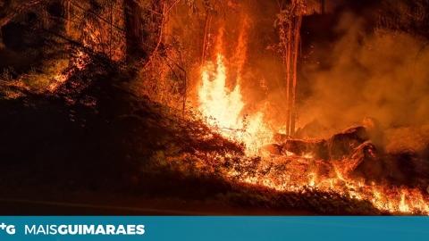 CINCO CORPORAÇÕES A COMBATER INCÊNDIO EM PEVIDÉM