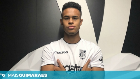 CHRISTOPHER OLIVARES ASSINA CONTRATO