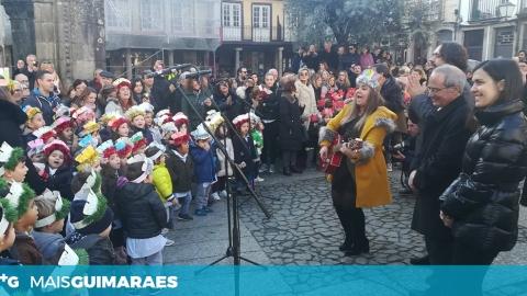 CRIANÇAS CANTARAM OS REIS NO LARGO DA OLIVEIRA