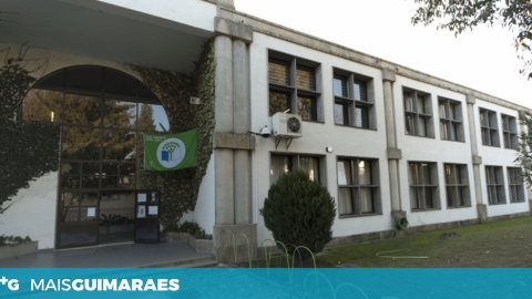 EB 2,3 DE S. TORCATO SEM OBRAS TEM REGISTADO PERDA DE ALUNOS