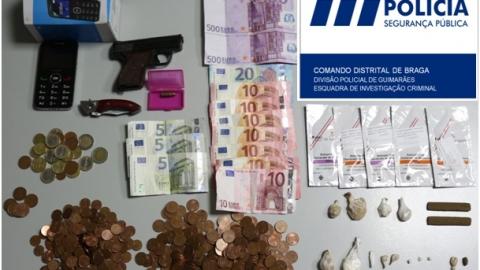 HOMEM DE 53 ANOS DETIDO NO CENTRO HISTÓRICO POR TRÁFICO DE DROGA E POSSE DE ARMAS PROIBIDAS
