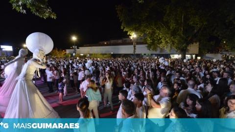 ESTA NOITE A CIDADE-BERÇO VESTE-SE DE BRANCO