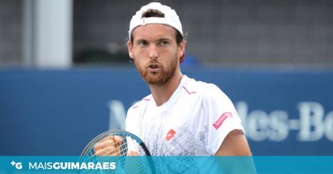 JOÃO SOUSA BATE TOP 20 MUNDIAL E ESTÁ NOS QUARTOS DO ATP 250 DA CHINA