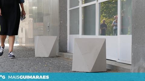 CAMPUS DE AZURÉM RECEBE MOBILIÁRIO EXTERIOR ECOLÓGICO