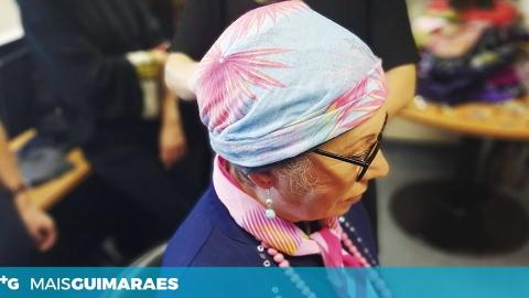 HÁ VOLUNTÁRIOS A TRABALHAR PARA APOIAR QUEM DÁ DE CARAS COM O CANCRO DA MAMA