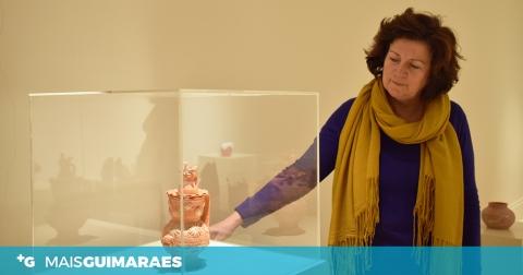 MARIA FERNANDA BRAGA CONTA HISTÓRIAS ATRAVÉS DO BARRO HÁ 20 ANOS