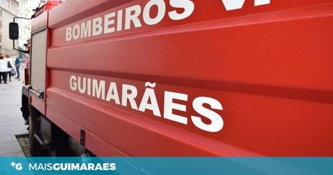 SILVARES: BOMBEIROS COMBATERAM INCÊNDIO QUE DEFLAGROU NUM AUTOMÓVEL