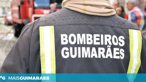POLVOREIRA: BOMBEIROS COMBATERAM INCÊNDIO QUE DEFLAGROU NUM AUTOMÓVEL