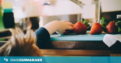 """Tem crianças em casa? A DGS sugere uma alimentação com mais legumes e fruta e evitar """"snacks"""""""