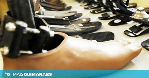 """Esta fábrica vimaranense mantém laboração """"para não deixar descalços"""" os que combatem a pandemia"""