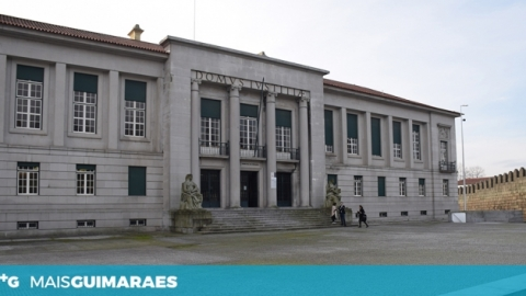 Homem condenado a mais de seis anos de prisão por agredir e violar namorada